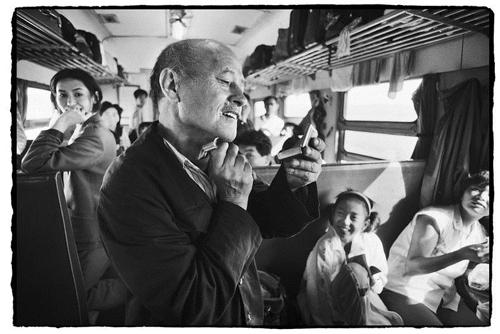 Cuộc sống muôn màu trên những chuyến tàu xưa 1