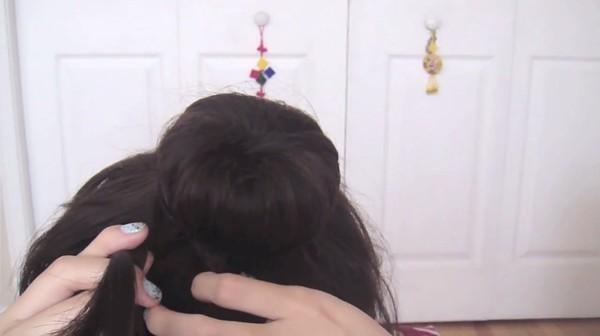 Tự thực hiện 3 kiểu tóc duyên dáng tới công sở 29
