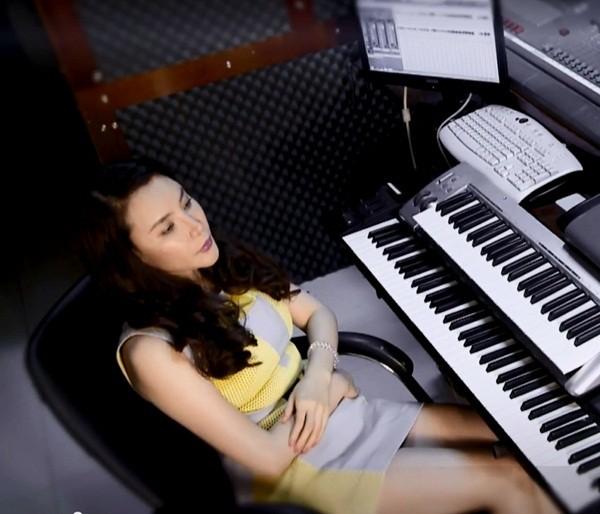 Xem Hồ Quỳnh Hương mặt mộc hát live 1