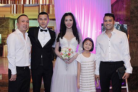 Cô dâu Thuỳ Trang lấp ló ngực đầy 12