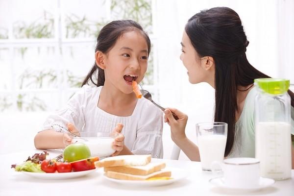 Nguyên tắc thêm gia vị khi chế biến thức ăn cho con 1
