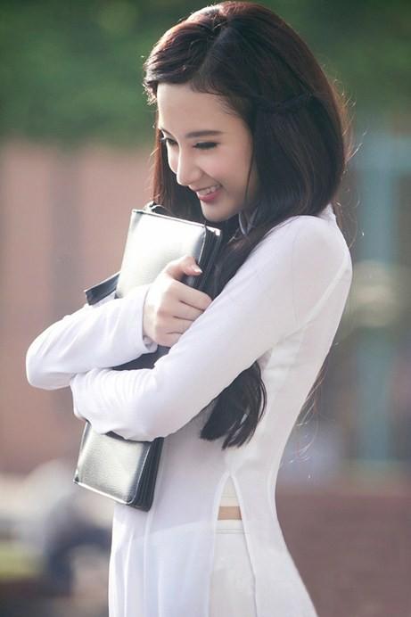 Angela Phương Trinh hiền dịu, mỏng manh trong tà áo dài trắng 2