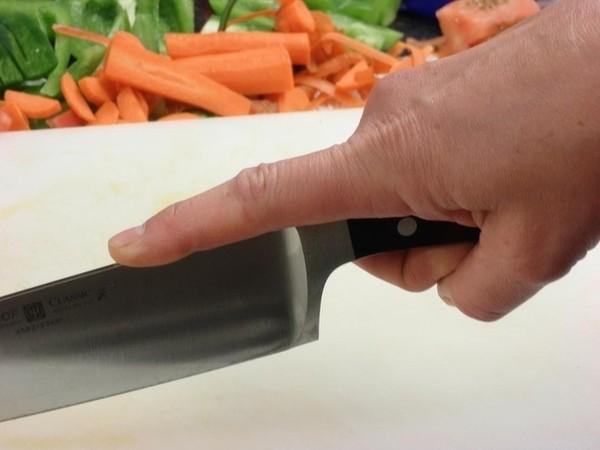 Mẹo cắt thực phẩm nhanh nhất bạn không thể bỏ qua 4
