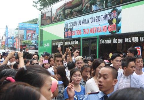 Gia đình và bạn bè đẫm lệ đưa tiễn Wanbi Tuấn Anh 14