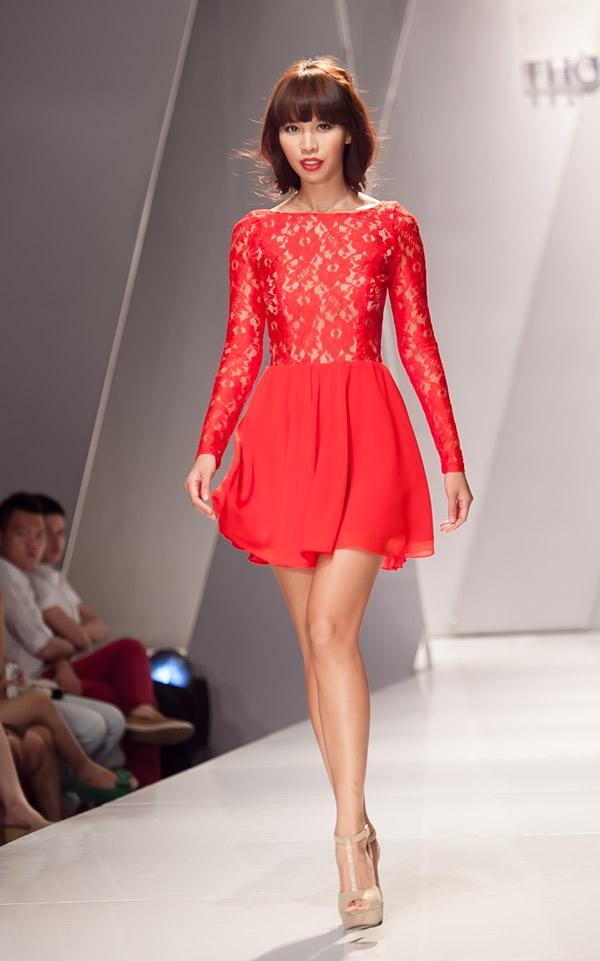 Những mẫu váy lộng lẫy mới nhất cho tháng 4 2