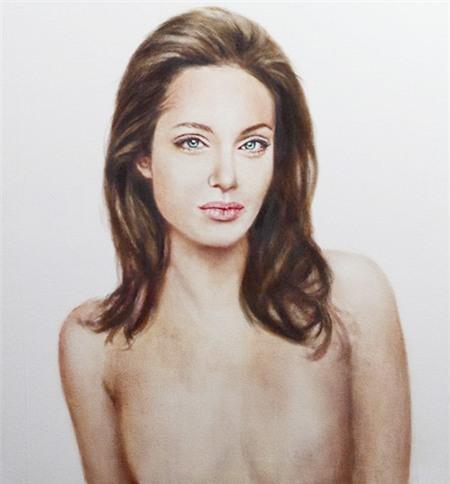 """Đấu giá """"hình ảnh"""" Angelina ngực trần sau phẫu thuật 1"""