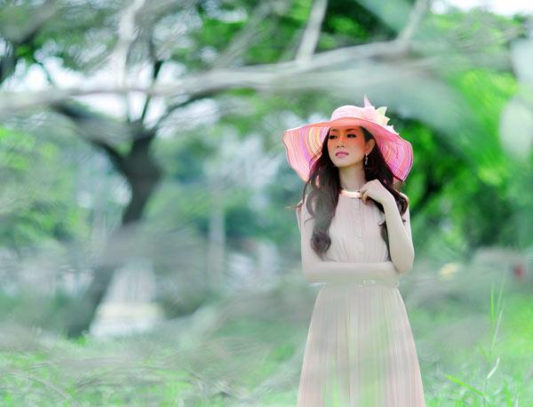 Hoa hậu Yến Nhi duyên dáng cùng nón thu 4