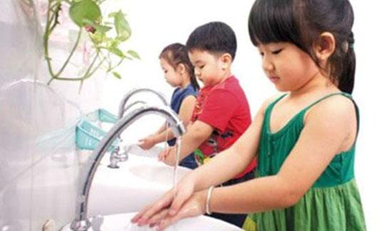 5 điều quan trọng cha mẹ cần làm khi bé bị đau mắt đỏ 2