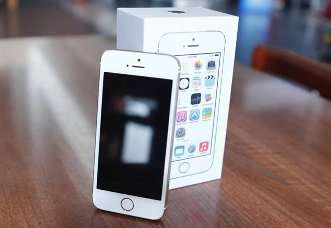 Mở hộp iPhone 5S vừa về Việt Nam 4