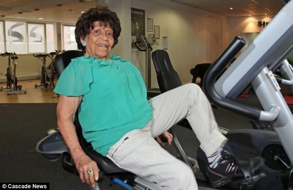 Choáng với cụ bà 101 tuổi vẫn tập gym đều đặn như thanh niên 1