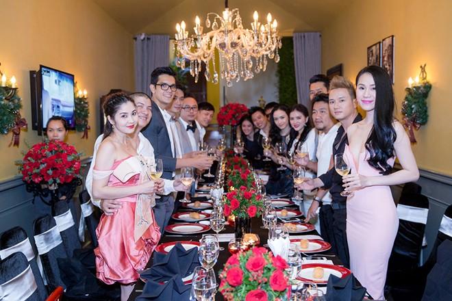 Minh Hằng váy hở táo bạo đi dự tiệc cuối năm của Lý Nhã Kỳ 15