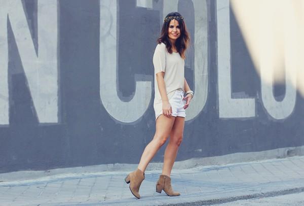 Phối đồ nổi bật cùng 4 kiểu quần trắng phổ biến cho nàng công sở 13