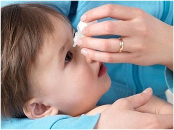 5 điều quan trọng cha mẹ cần làm khi bé bị đau mắt đỏ 1