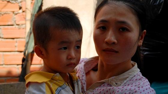 Phụ huynh khóc ngất khi xem clip bảo mẫu hành hạ trẻ em ở Thủ Đức 5