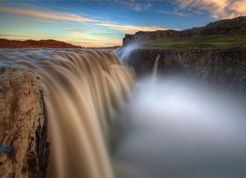 """Vẻ đẹp """"mê hồn"""" của thác nước 'dữ dội' nhất châu Âu 1"""