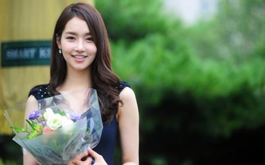 Nhan sắc thật của Hoa hậu Hàn được so sánh với Trương Thị May 2