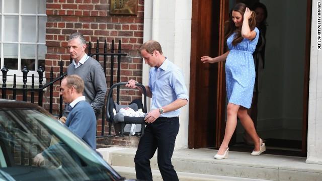 Đáng yêu Hoàng tử George tròn 8 tháng 13