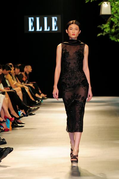 Người mẫu Minh Tú diện váy cưới lộ phần nhạy cảm 8