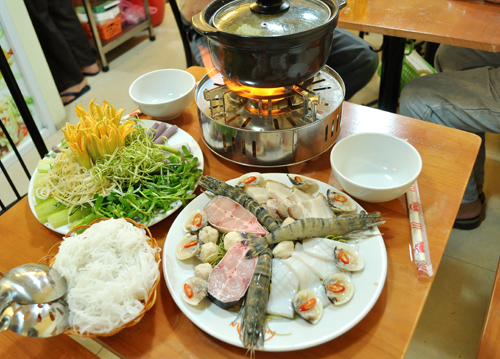 Lẩu mắm hải sản thơm nức mũi phố Phan Chu Trinh 1