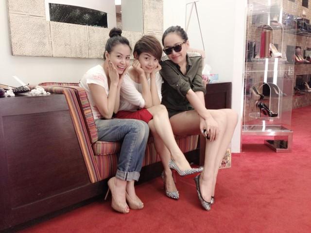 Hoàng Thùy Linh mặc bikini khoe vòng 1 phẳng lỳ  5