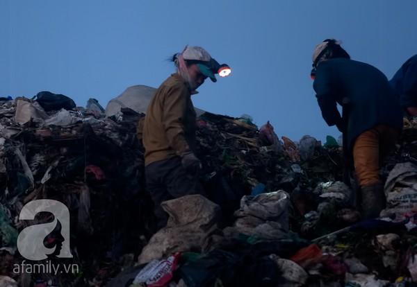 """""""Lời nguyền ế chồng"""" nơi bãi rác 2"""