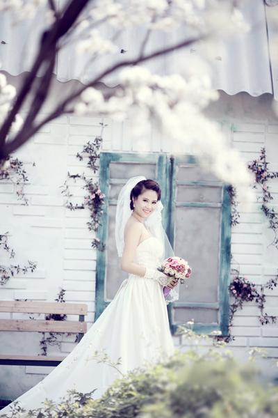 Chiêm ngưỡng ảnh cưới đẹp long lanh của Hoa hậu Biển Vân Anh 9