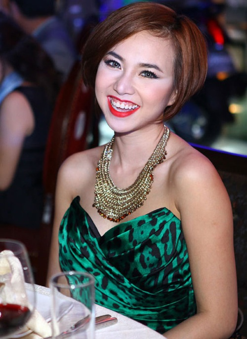 """Những sao Việt """"nghiện"""" phong cách trang điểm đậm 17"""