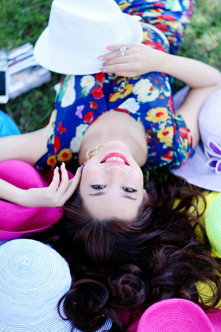 Hoa hậu Yến Nhi duyên dáng cùng nón thu 11