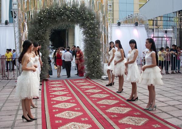 5 chi phí xa xỉ cho hôn lễ lung linh của Ngọc Thạch 2
