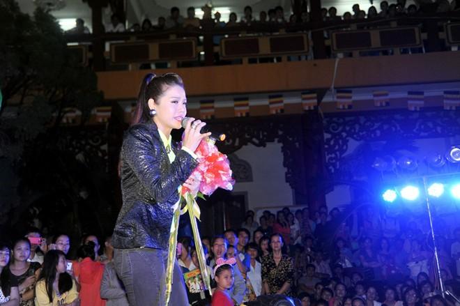 Nhật Kim Anh bất ngờ té xỉu trên sân khấu 1