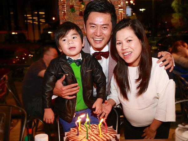 Vợ Trương Minh Cường khệ nệ bầu 9 tháng mừng sinh nhật chồng 6