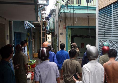 Sập nhà ở Sài Gòn, nhiều người tháo chạy 3