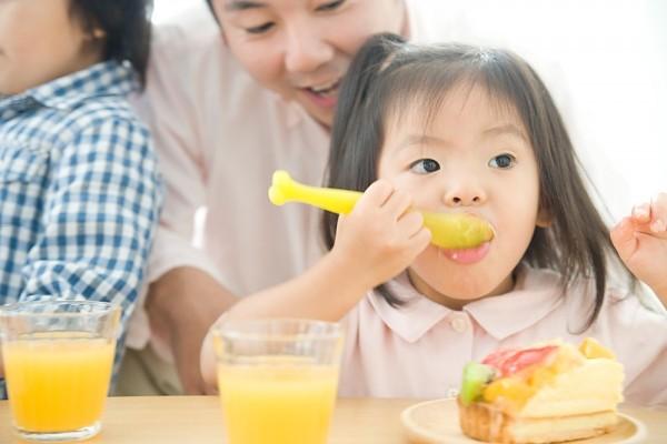 6 điều cha mẹ đừng nên làm với bữa ăn của bé 1