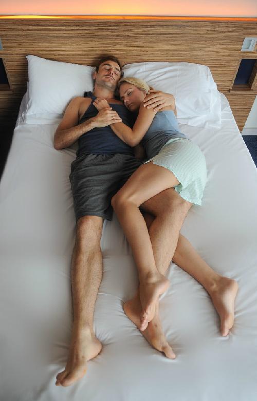 Đo độ hạnh phúc hôn nhân qua tư thế nằm của vợ chồng 7