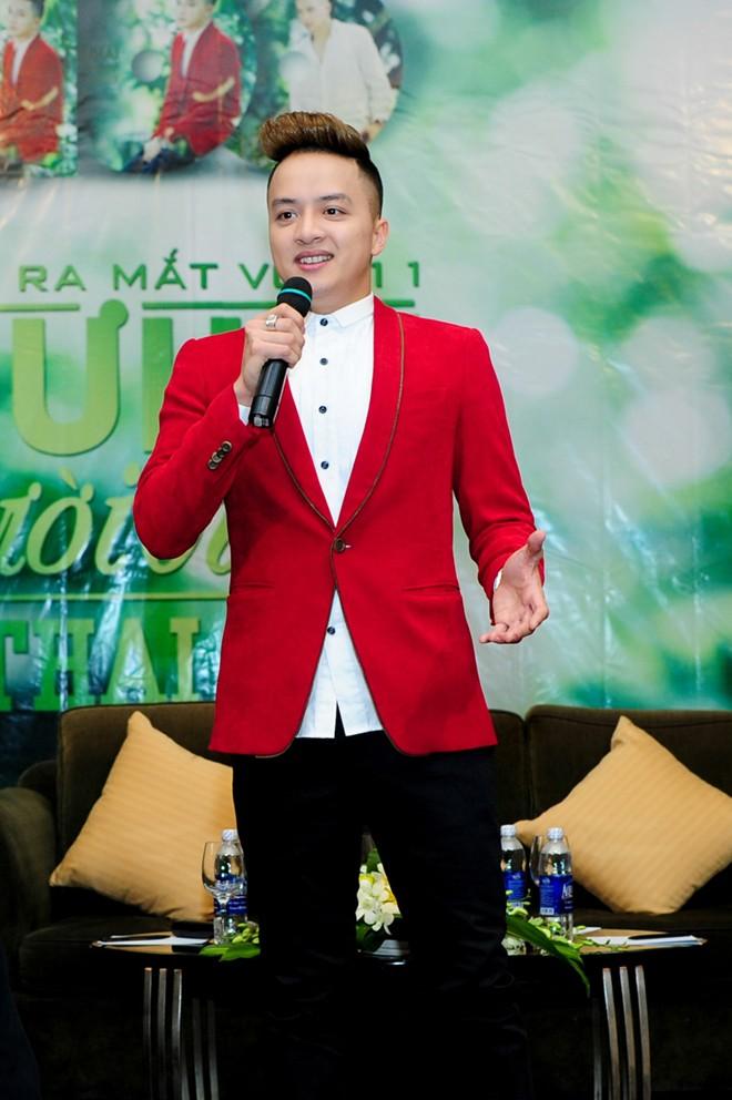 Lâm Chi Khanh 'sến sẩm' đến mừng Cao Thái Sơn 5