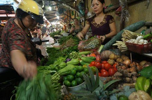 Sắp bão, người dân đổ đi mua thực phẩm tích trữ 1