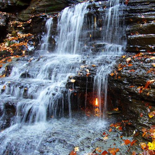 """Những thác nước """"kỳ lạ"""" nhất thế giới 3"""