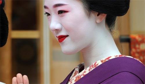 Ngắm các nữ sinh geisha Nhật xinh đẹp xuống phố 7