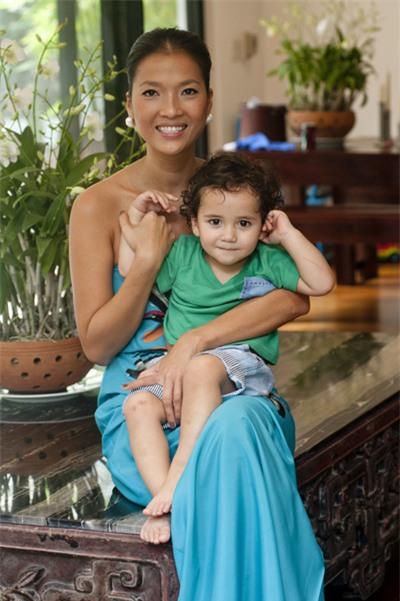 Bằng Lăng hạnh phúc bên chồng con ở Thái Lan 6