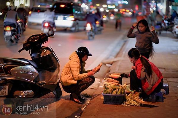 Ngô nướng - món quà của mùa đông Hà Nội 1