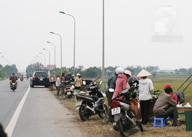 Những phụ nữ bán ngô luộc thu 30 triệu đồng/tháng 9