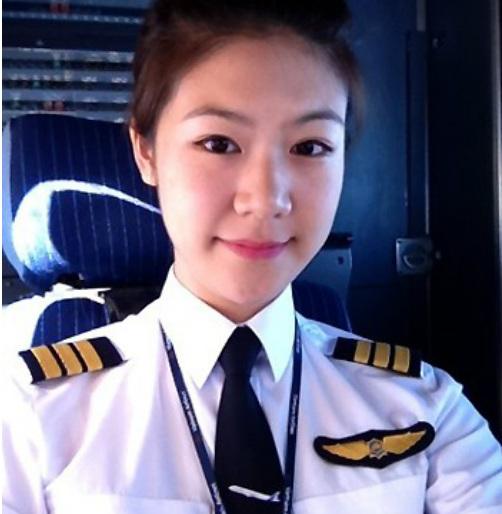Ba nữ phi công Việt Nam nổi hơn hotgirl 3