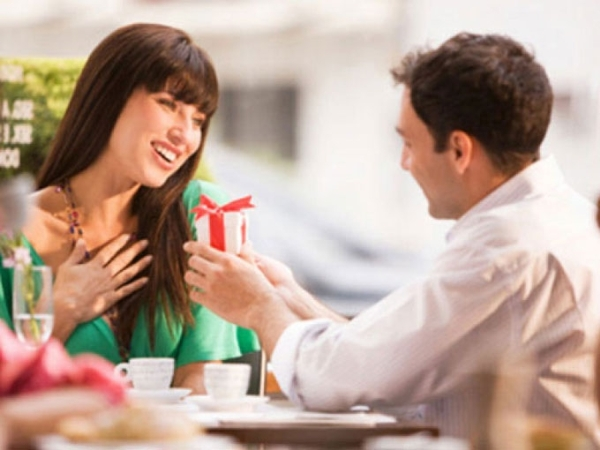 Phụ nữ thích được tặng quà gì nhất? 2