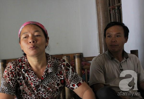 Hà Nội: Vợ chồng mua đồng nát trả lại 10 cây vàng nhặt được 2