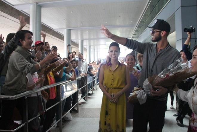 'Trai đẹp bị trục xuất' đến Việt Nam: Không long lanh như ảnh 2