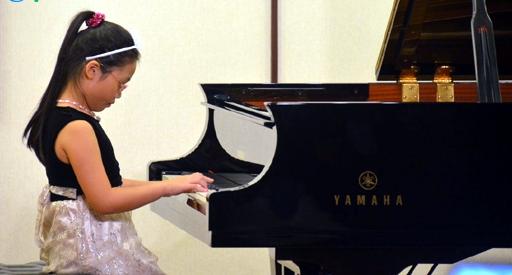 Bé gái 9 tuổi đoạt giải nhất cuộc thi piano quốc tế Mozart 1