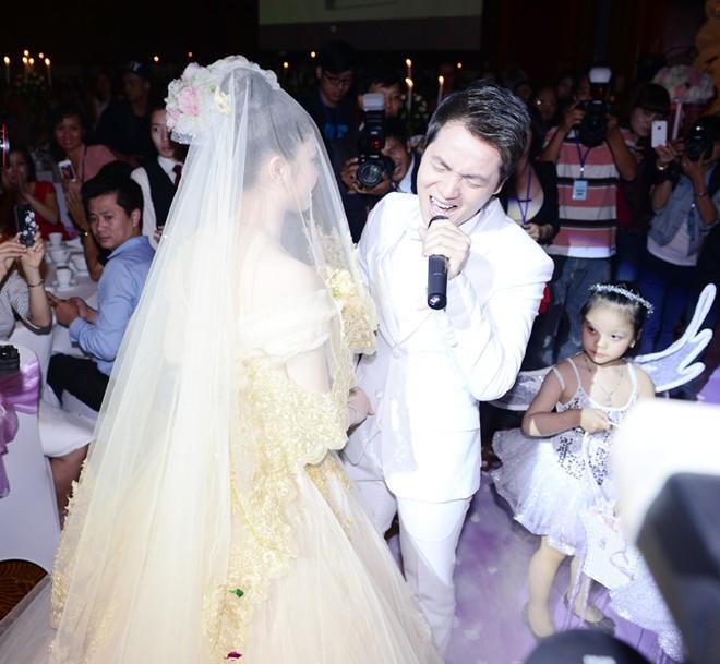 Tuấn Hưng đưa bạn gái vừa tái hợp đi tiệc cưới Đăng Khôi 11