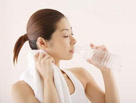 Giảm cân đơn giản bằng cách uống nước 1