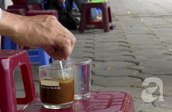 Những khu cafe vỉa hè nổi tiếng nhất Hà Nội 3