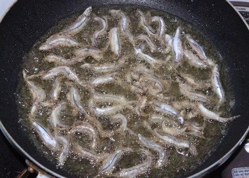 Ngon miệng với cá cơm rán 2